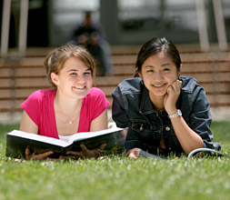 students_reading_on_grass